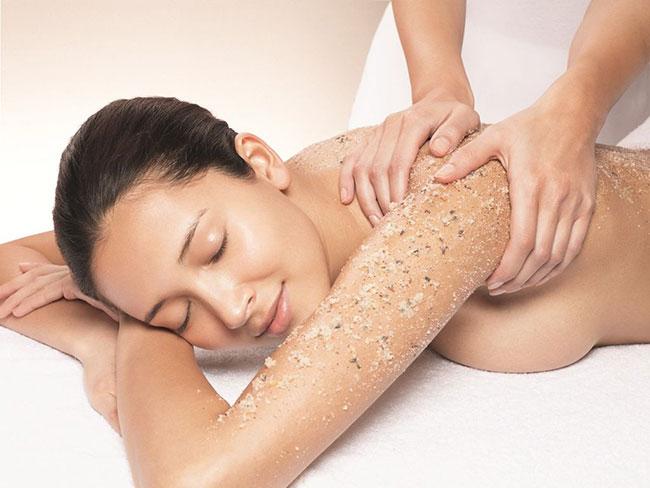 6 Mẹo trắng da toàn thân đơn giản như dưỡng da ở spa